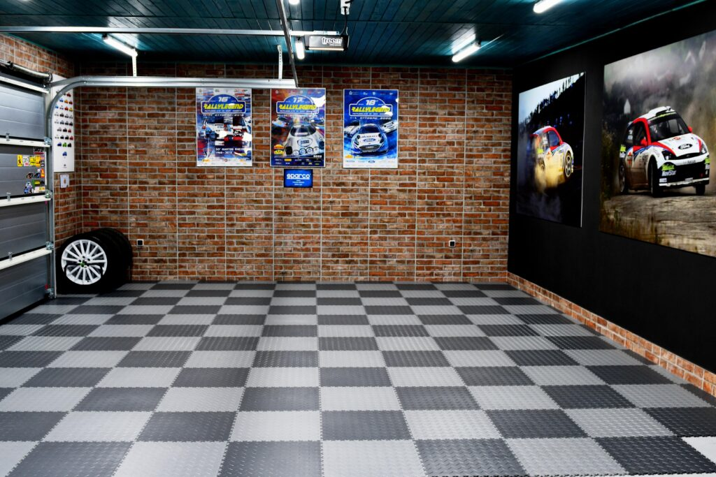 Garage, Slovakia