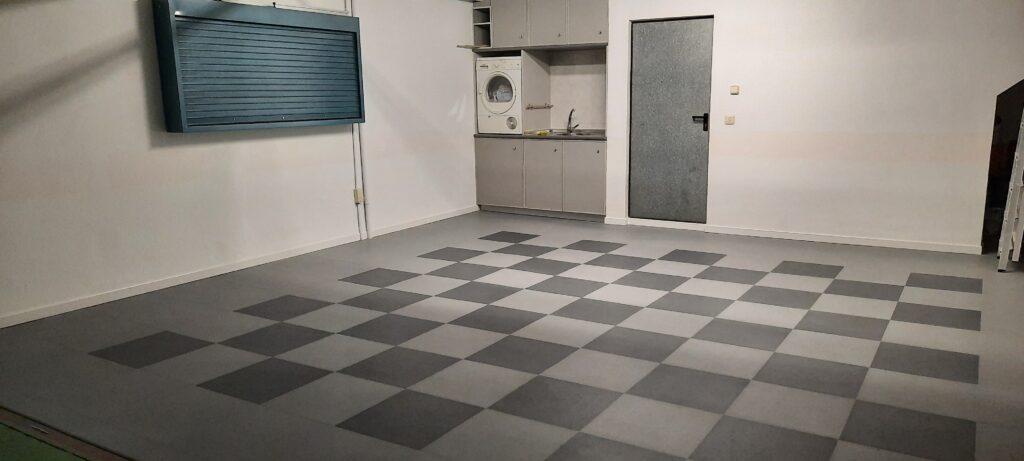 Garage, Spain